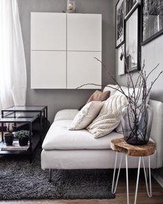 Modern Vibes! In diesem wunderschönen Wohnzimmer kann man sich nur Wohlfühlen. Ein super bequemes Sofa, flauschige Kissen, eine einzigartige Gallerywall, sowie der zeitlose Teppich Cosy Glamour sorgen für einen modernen Look! Komm zur Ruhe und kuschel Deine Füße in den silbergrau schimmernden Teppich von Esprit. Einfach perfekt! // Wohnzimmer Sofa Teppich Kissen Beistelltisch Grau Weiss Skandinavisch Deko #Wohnzimmer #Wohnzimmerideen #Sofa #Teppich #Kissne #Beistelltisch #Grau…