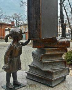 Малышка и книжки.Библиотека им.Чехова #таганрог #улицагреческая