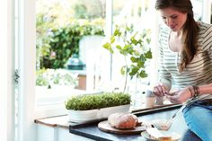 Growing your own plants and vegetables is totally hip. The green basics grow tray long is perfect to place on your windowsill #elho #elhofeeling #healthy #herbs #vegetables #green #home