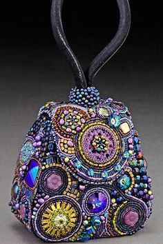 One of the best beaders in the world Sherry Serafini - Handbag Art(via Beauty Trois / Handbag Art, beading, purple,)Exquisite hand beaded purse - by Sherry Serafini -Love this beautifully designed bag that has incredible details. I highly recommend i Vintage Purses, Vintage Bags, Vintage Handbags, Beaded Beads, Kelly Bag, Beaded Purses, Bead Art, Beautiful Bags, Purses And Handbags