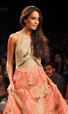 Lisa Haydon at the Lakme Fashion Week 2014 Lakme Fashion Week, India Fashion, Asian Fashion, Fashion Beauty, Western Dresses, Indian Dresses, Indian Outfits, Latest Indian Fashion Trends, Bollywood Lehenga