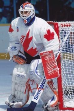 o esporte mais popular do Canadá é o Hockey no gelo. Depois o Baseball, esqui e patinação no gelo.