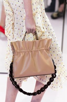 Mulberry at London Fashion Week Spring 2018. Burberry HandbagsLeather ... c0be5c195a41e