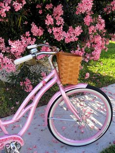 I like to ride my bicycle. Pretty in pink. Vintage Pink, Vintage Stil, Vintage Design, Decor Vintage, Style Vintage, Pink And Green, Pink Purple, Hot Pink, Pastel Pink