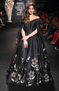 Here is your dose of Bollywood fashion from Lakme Fashion Week 2017 Indian Gowns Dresses, Indian Fashion Dresses, Indian Designer Outfits, Designer Gowns, Indian Outfits, Lakme Fashion Week, Fashion Weeks, Latest Indian Fashion Trends, Indian Fashion Modern