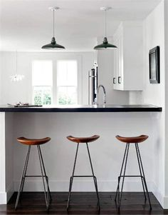 Modern Home Decor Kitchen Kitchen Stools, Kitchen Dining, Bar Stools, Home Decor Kitchen, Interior Design Kitchen, Hanging Chair From Ceiling, Home And Deco, Kitchen Remodel, Sweet Home