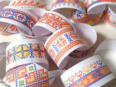 Free Printables - folky paper chains #DIY