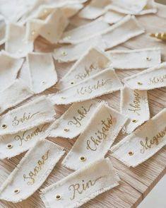 Tag Design, Label Design, Branding Design, Diy Place Settings, Paper Bag Design, Wedding Place Names, Diy And Crafts, Paper Crafts, Creation Couture