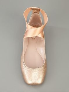 Chloe Flats made to look like Pointe shoes- I SERIOUSLY considered buying pointe shoes at one point in my life because I thought they were so cute. But then I decided standing up nine hours a day at work in real pointe shoes would probably hurt. Cute Shoes, Me Too Shoes, Look Fashion, Fashion Shoes, Girl Fashion, Ballet Fashion, Frauen In High Heels, Zapatos Shoes, Pointe Shoes