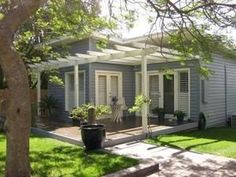 Timber and Fibro renovated cottage – love the visual appeal of the pergola - Modern Beach Cottage Style, Beach Cottage Decor, Coastal Cottage, Fort Lauderdale, Fresco, Retro Beach House, Cottage Patio, Cottage Renovation, Shops