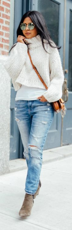Sheryl Luke looks cute and casual in a knitted cream sweater and classic ripped jeans. Top/Jeans: Zara, Bag: Chloe, Shoes: Aska.