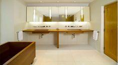 Cửa gỗ được sản xuất bởi công ty Mộc Chuẩn có độ bền cao, mẫu đẹp, bảo hành chu đáo