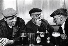 Three Men in a Pub, London, 1973 - Dmitri Kasterine