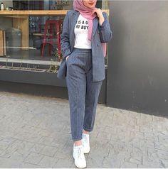or 4 ! Modern Hijab Fashion, Street Hijab Fashion, Hijab Fashion Inspiration, Muslim Fashion, Modest Fashion, Fashion Outfits, Fashion Tape, 2000s Fashion, Fashion Wear