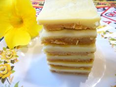 SPLENDID LOW-CARBING BY JENNIFER ELOFF: NO BAKE PEANUT BUTTER WHITE CHOCOLATE BARS - Addictive - great for an afternoon pick-me-upper! Visit us at: https://www.facebook.com/LowCarbingAmongFriends