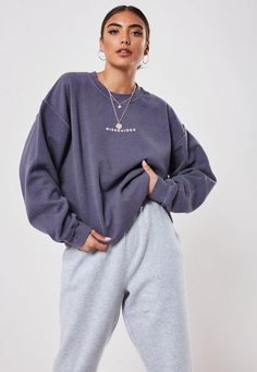 Sweatshirt Outfit, Boyfriend T Shirt, Missguided, Look, Casual Outfits, Fall Outfits, Burgundy, Sweatshirts, How To Wear