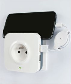 Je smartphone of tablet opladen en toch je stekker vrijhouden? Het kan met deze usb stekker. Verkrijgbaar bij Zelfbouwmarkt.