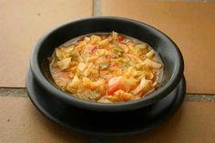 Pierde hasta 8 kilos en una semana con esta sopa quemagrasas que se esta poniendo tan de moda: Sopa Quema Grasa – Componentes • 1/2 repollo o col bien la...