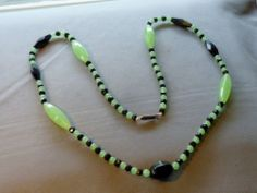 VINTAGE ART DECO CZECH BLACK & VASELINE URANIUM GLASS NECKLACE