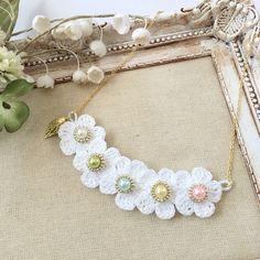 白い五輪花のネックレス 2x