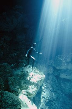 Underwater photography - Freediving the cenotes of Tulum. Photo taken on one breath by Christina Saenz de Santamaria. Via oneoceanonebreath