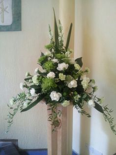 Flowers for Church - Bing images Church Wedding Flowers, Altar Flowers, Funeral Flowers, Church Wedding Decorations, Flower Decorations, Large Flower Arrangements, Decoration Entree, Flower Festival, Deco Floral
