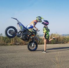 Motocross Couple, Bike Couple, Biker Love, Biker Girl, Cute Couples Goals, Couple Goals, Mtb, Stunt Bike, Motorcycle Dirt Bike