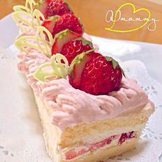 ひな祭りに毎年作るイチゴのケーキです♪ 生クリームにフレッシュなイチゴのピューレを混ぜてイチゴクリームに♡ 娘が大好きなケーキです♪ - 157件のもぐもぐ - ひな祭りイチゴクリームのケーキ by aiai1409