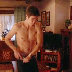 GRANT GUSTIN / ACTOR ! SHIRTLESS !