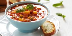 Minestrone from 10 Iconic Italian Dishes Everyone Should be Able to Make (Slideshow) Homemade Vegetable Soups, Hearty Vegetable Soup, Vegetable Soup Recipes, Homemade Soup, Veggie Soup, Chorizo, Vegetable Soup Seasoning, Healthy Cooking, Healthy Eating