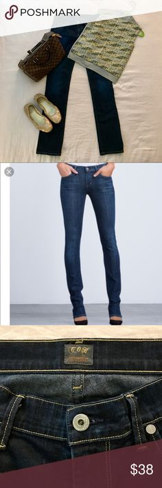 Citizens of Humanity Jeans💙 Low Rise Ava Straight leg. In good used condition. Natural distressing with vintage appeal. Cute with heels or flats, cuffed or not. Inseam measures approximately 34 inches. A must have for your closet💙 Citizens Of Humanity Jeans Straight Leg