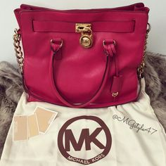 Michael Kors bag This bag is amazing it is in great condition nothing is wrong with it at all ask of you have any questions Michael Kors Bags