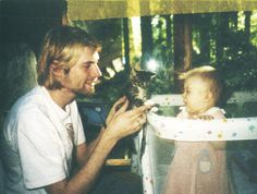 Lovely photo of Kurt Cobain and his daughter Francese <3