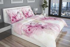 Romantické a jemné povlečení Amedea s růžovo-fialovým potiskem s motivem ptáčků na světlém podkladě.