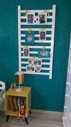 Decorando com grade de berço.  Lindo mural com fotos da família no quarto de criança.