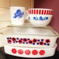 Rare NZ Pyrex daisies space saver from Instagram ship @littleblackdogvintage 's personal collection of agee, jaj and England pyrex