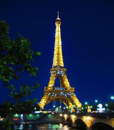 a glimpse of the eiffel tower sparkle in paris, france - Mary Semenov by APIstudyabroad, via Flickr