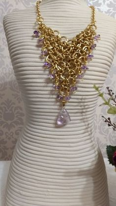 Lindo colar com pedras naturais ametista - corrente dourada - modernidade, estilo e proteção para você! Tem que ter!!! Dimensões aproximadas: corrente - 40 cm extensor - 7 cm pingente ametista - 2 cm x 2 cm
