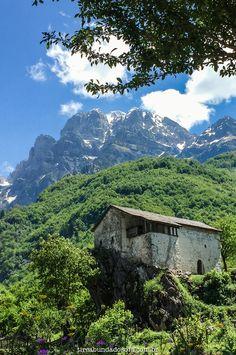Conheça a Albânia! Um país fantástico, repleto de belezas naturais e pouco conhecido da Europa. Tudo sobre Theth, nos alpes albaneses.