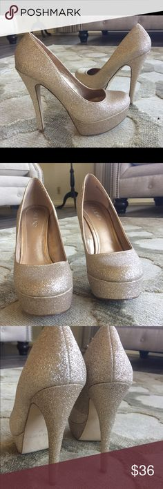 """ALDO 5"""" GOLD GLITTER 👠 Like new. Excellent condition. Comfortable shoesOnly signs of wear are on the soles. Worn once. Gold Glitter size 37= a size 7...PRICE IS FIRM Aldo Shoes Heels"""