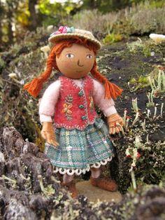 Polly goes to Portland.  Salley Mavor felt doll.