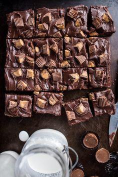 The Very Best Peanut Butter Cup Fudge Brownies - Half Baked Harvest Best Peanut Butter, Peanut Butter Cups, Fudge Brownies, Brownie Bar, Cheesecake Brownies, Just Desserts, Dessert Recipes, Winter Desserts, Cake Recipes