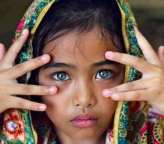 Wow, those eyes. So mesmerizing. They really get enhanced by her clothing. The colours are absolutely stunning!