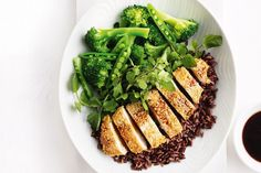 Low Carb Recipes To The Prism Weight Reduction Program For An Asian-Inspired Midweek Meal, Try This Speedy Sesame Chicken, Served On A Bed Of Black Rice. 800 Calorie Meal Plan, Low Calorie Recipes, Diet Recipes, Healthy Recipes, Savoury Recipes, Asian Recipes, Healthy Foods, Vegetarian Nachos, Recipes