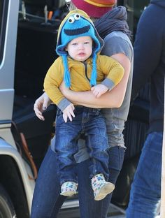 Luca Comrie - Hilary Duff Gets Bagels With Her Family