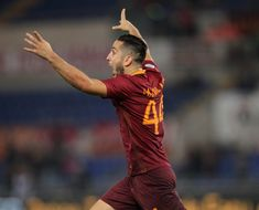 Kostas Manolas Photos - Kostas Manolas of AS Roma celebrates after scoring the team's second goal during the Serie A match between AS Roma and FC Internazionale at Stadio Olimpico on October 2, 2016 in Rome, Italy. - AS Roma v FC Internazionale - Serie A