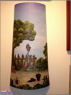 Papel decoupage sobre teja.  www.manualidadespinacam.com #manualidades #pinacam #tejas #barro