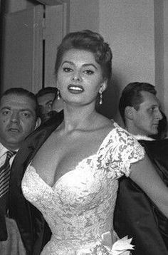 Sophia Loren Hollywood Icons, Hollywood Stars, Classic Hollywood, Most Beautiful Women, Beautiful People, Divas, Sophia Loren Images, Cinema Tv, Italian Actress