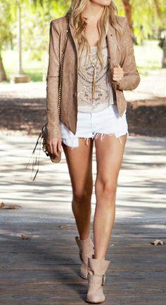 Chaqueta Beige+Shorts blancos
