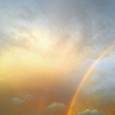 【rie_9207】さんのInstagramをピンしています。 《久々に見た🌈😆 #海 #ビーチ #バリ #レインボー #旅行 #空 #サンセット #イマソラ #景色 #写真 #写真好きな人と繋がりたい #写真撮ってる人と繋がりたい #虹 #beach #beachlife #sea #great #beautiful #clouds #paradise #sky #light #colorful #skyline #bali #sunset #holiday #rainbow #chillin #photography》